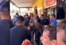 Presidente Bolsonaro visita padaria e igreja