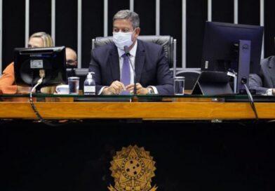 Não existe na Constituição Brasileira prazos para analisar pedidos de impeachment, informará Lira ao STF.