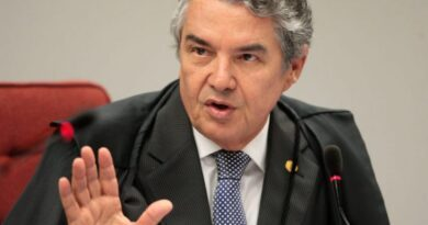 Queixa-crime contra Bolsonaro por atuação na pandemia é arquivada por Marco Aurélio