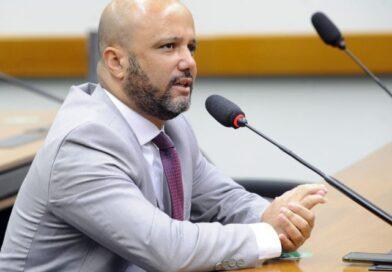 Foi aprovado no Plenário da Câmara o Projeto de Lei do deputado Vitor Hugo que valoriza o produtor de leite e garante alimentação escolar mais saudável