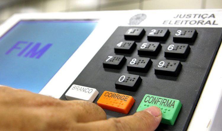 Bolsonaro apresentou inquérito da Polícia Federal em que o TSE admite invasão e vazamento de dados, senhas de Ministros e servidores